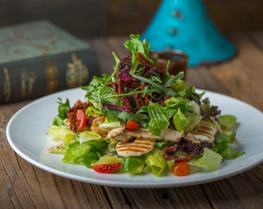 Chicken Halloumi Salad